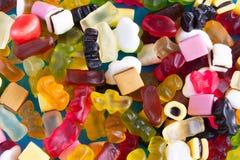 作为背景的五颜六色的糖果特写镜头 免版税库存图片