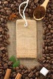 作为背景的咖啡粉末和豆 免版税库存照片