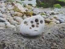 作为背景的有趣的海石头 免版税库存照片
