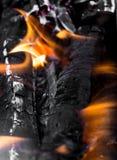 作为背景的灼烧的木炭 图库摄影