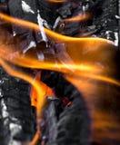 作为背景的灼烧的木炭 库存图片