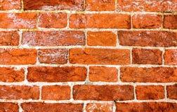 作为背景的老被风化的难看的东西红砖墙壁 库存图片