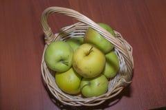 作为背景的苹果是能使用的墙纸 库存照片