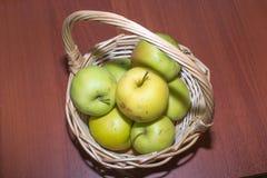 作为背景的苹果是能使用的墙纸 图库摄影