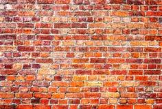 作为背景的被风化的难看的东西红砖墙壁 库存照片
