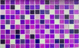 作为背景的紫色玻璃瓦片 库存图片
