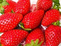 作为背景被堆的新鲜的草莓 免版税图库摄影