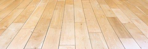 作为背景,被涂清漆的木木条地板的浅褐色的软的木地板表面纹理 老难看的东西洗涤了橡木层压制品的样式名列前茅vi 免版税库存图片