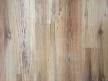 作为背景,被涂清漆的木木条地板的轻的软的木地板表面纹理 老难看的东西洗涤了橡木层压制品的样式顶视图 免版税库存照片
