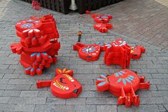 作为节日`莫斯科春天`的装饰的木装饰鸟在莫斯科 免版税库存图片