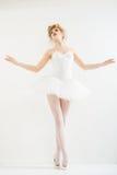 作为芭蕾舞女演员打扮的美丽的女孩。时尚构成。 免版税库存图片