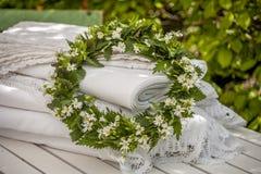 作为花圈被做的狂放的装饰银莲花属夏天花 库存图片