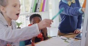 作为董事的孩子获得乐趣在办公室4k 影视素材