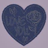作为蓝色牛仔裤牛仔布元素的华伦泰心脏 传染媒介补丁,在桃红色背景的片段 免版税图库摄影