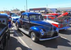 作为街道标尺的历史的汽车:1940年福特标准Coupé 库存照片