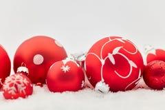 作为装饰的红色圣诞节中看不中用的物品 图库摄影