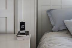 作为警报的床头柜电话 免版税库存图片
