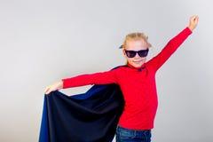 作为超级英雄打扮的女孩 免版税库存照片