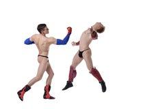 作为超级英雄打扮的戈戈舞的舞蹈家争斗  库存照片