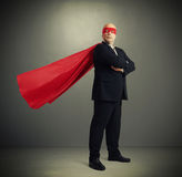 作为超级英雄打扮的老人 库存图片