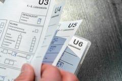 作为重要身体检查的U研究孩子的发展的 免版税库存图片