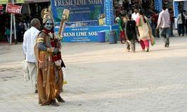 作为阁下sri krishna,印度上帝打扮的印地安人,乞求或寻求帮助方式  免版税库存照片