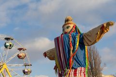 作为风景的传统玩偶在一个斯拉夫的假日Maslenitsa的庆祝 基辅 图库摄影