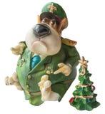 作为2018个新年的标志的装饰的西部高地白色狗狗与红色蝶形领结的、装饰弓和圣诞老人帽子和绿色chr 免版税库存照片
