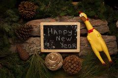 作为2017个新年的标志的叫喊的公鸡 图库摄影
