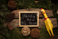 作为2017个新年的标志的叫喊的公鸡 免版税库存图片