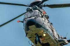 作为332瑞士空军队的超级美洲狮直升机的法国航太公司欧洲直升机公司在特技显示期间的 免版税库存图片