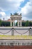 作为Arco della步幅也已知的和平曲拱在米兰,意大利 免版税库存图片