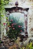 作为wallpainting装饰的庭院 免版税库存照片