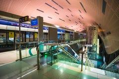 作为world& x27的迪拜地铁; s充分地长期自动化地铁网络& x28; 75 库存图片