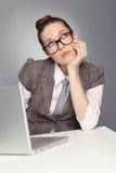 作办公室疲乏的工作者 免版税图库摄影