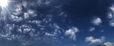 作在海洋海滩旧金山的加利福尼亚云彩下午 免版税库存照片