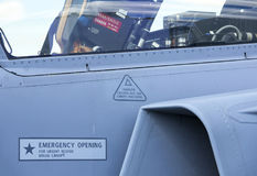 作战喷气式歼击机的驾驶舱与位子的 免版税库存照片