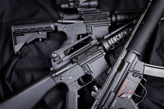 作战backgound自定义dof小点手电查出的m4a1现代对象ops红色步枪浅射击视域遏声器spec的工作室掀动我们视图武器白色 免版税库存图片