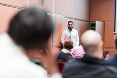 作报告的报告人在业务会议上 图库摄影
