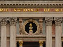 作曲家沃尔夫冈・阿马德乌・莫扎特,巴黎,法国歌剧的细节金黄胸象  免版税图库摄影