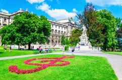 作曲家沃尔夫冈・阿马德乌・莫扎特雕象在维也纳 免版税库存照片