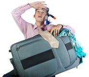 作有旅行袋子的办公室工作者 免版税库存照片