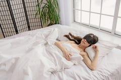 作梦早晨的平静的妇女 图库摄影