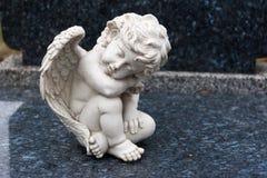 作梦的天使睡觉和 免版税库存照片