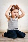 作梦的小男孩是飞行员 库存图片