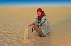 作用沙子妇女 库存照片