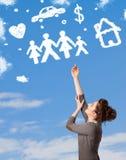 作白日梦与家庭和家庭云彩的女孩 免版税库存照片