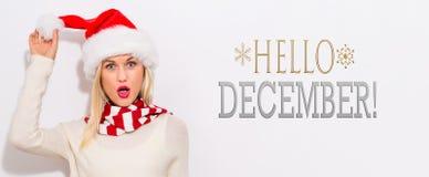 你好与妇女的12月消息有圣诞老人帽子的 免版税库存图片