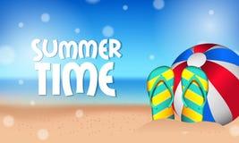 你好与气球和凉鞋的夏时热带外部美丽的海滩在沙子 库存图片
