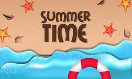 你好与海星的夏时热带外部美丽的海滩在从顶视图的沙子 库存照片